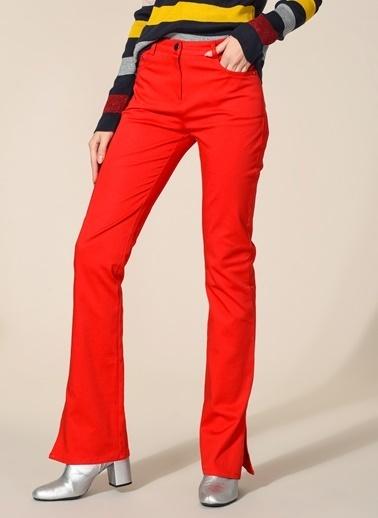 Agenda Yırtmaç Detaylı Pantolon Kırmızı